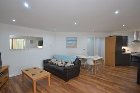 Aberystwyth Luxury Apt - the ideal place to stay