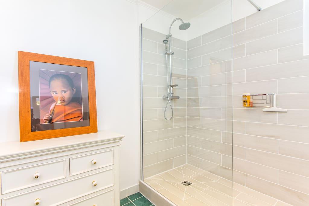 Salle de bain, Chambre Gengis Khan