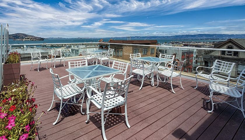 GREAT LOCATION IN FISHERMAN'S WHARF-sleeps 6