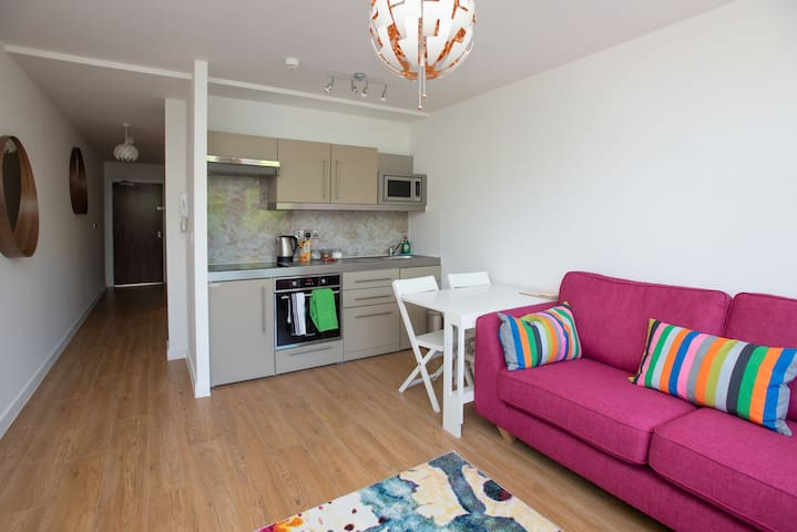 Modern 1 Bed Apartment in City Centre - 306