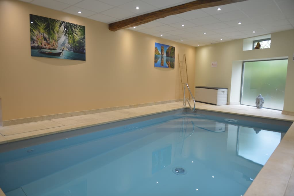 G te avec piscine int rieure privative cluny locations for Gite piscine bourgogne