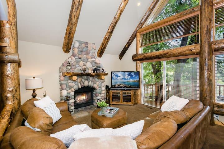 Golden Cub Treehouse - Luxury Mountain Cabin