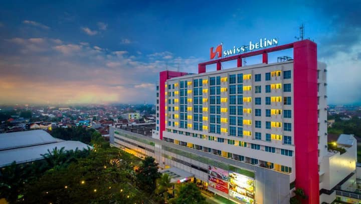 Deluxe Room Breakfast at Malang by Swiss-Belinn