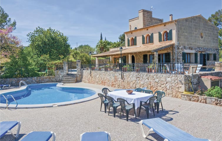 Holiday cottage with 4 bedrooms on 189m² in Marratxinet