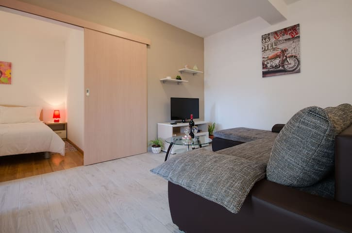 luxury, near old town, free parking - Trogir - Apartment