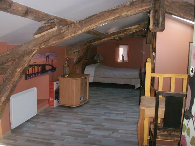 chambre de 35 m2 avec deux autres lits