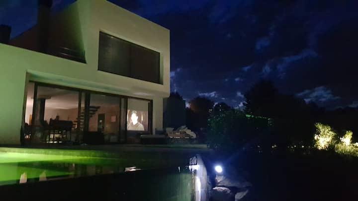 Casa moderna con preciosas vistas