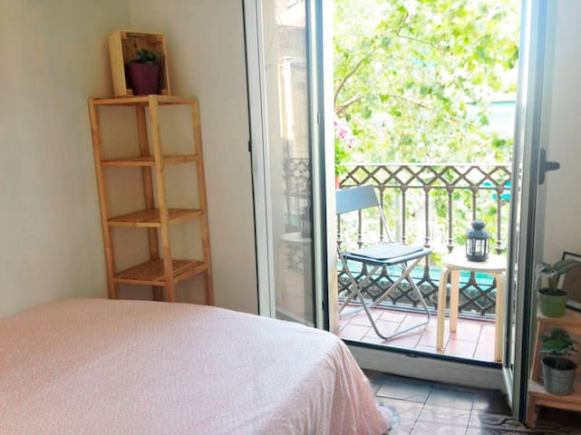 Cosy Double Room - Private Balcony Pl Universitat