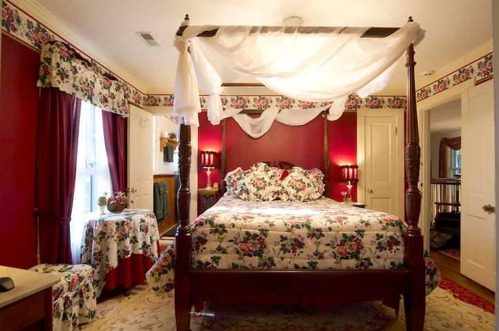 Black Horse Inn - The Garden Room - Warrenton - Bed & Breakfast