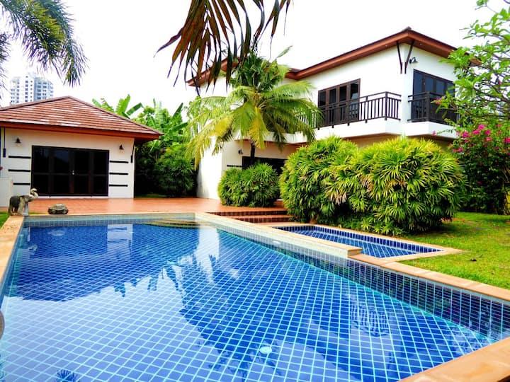 4 Br Villa with Private Pool near the Beach