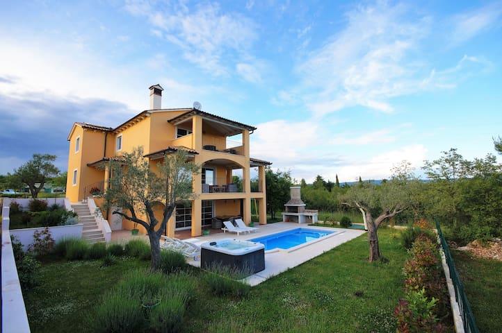 charmante 320m² Villa Ari mit Pool - Rakalj - Villa