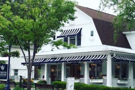 Charming Downtown Frankenmuth Apartment & Balcony