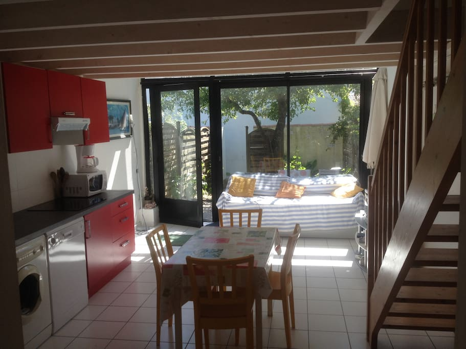 la rochelle tr s agr able loft 1 km mer 4 pers houses for rent in aytr aquitaine. Black Bedroom Furniture Sets. Home Design Ideas