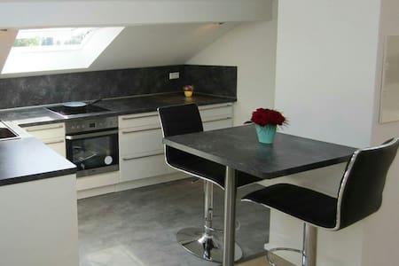 Moderne DG-Wohnung; Top Lage - Hockenheim