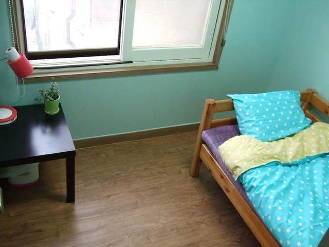 Single Room(with shared bathroom)
