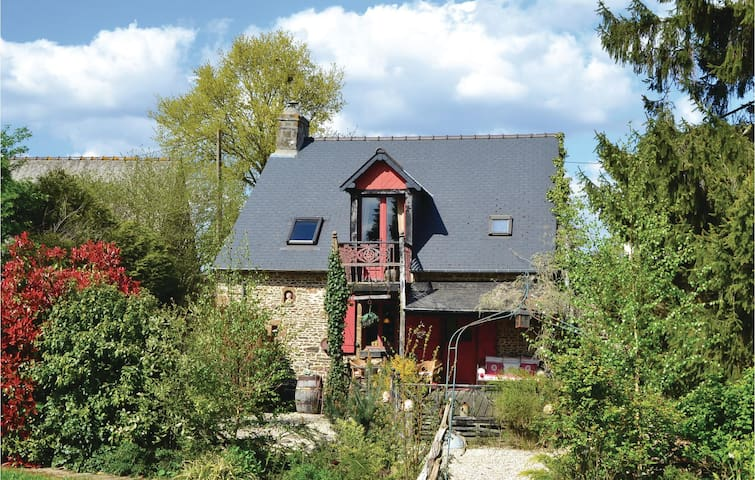 Holiday cottage with 1 bedroom on 82m² in St Marie du Bois