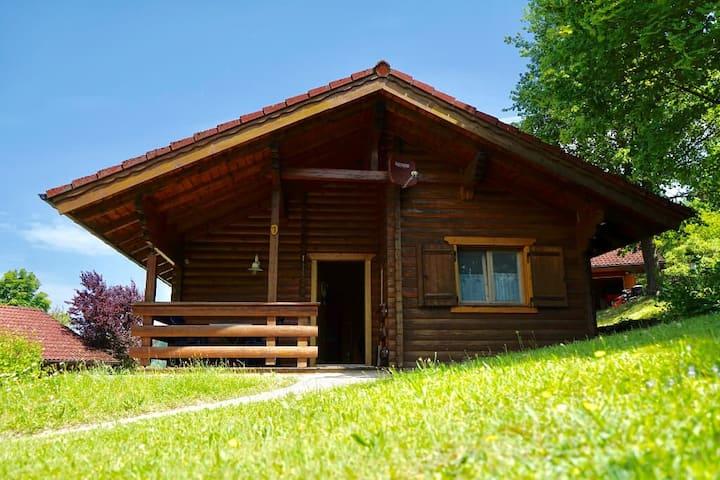 """Blockhaus Noffke (Stamsried), Romantische Holzblockhütte 1 """"Blaumeise""""  - tierfreundlich"""