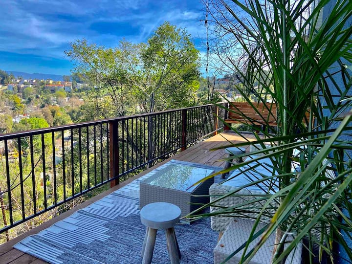 Topanga Canyon Panoramic View Retreat in the Hills