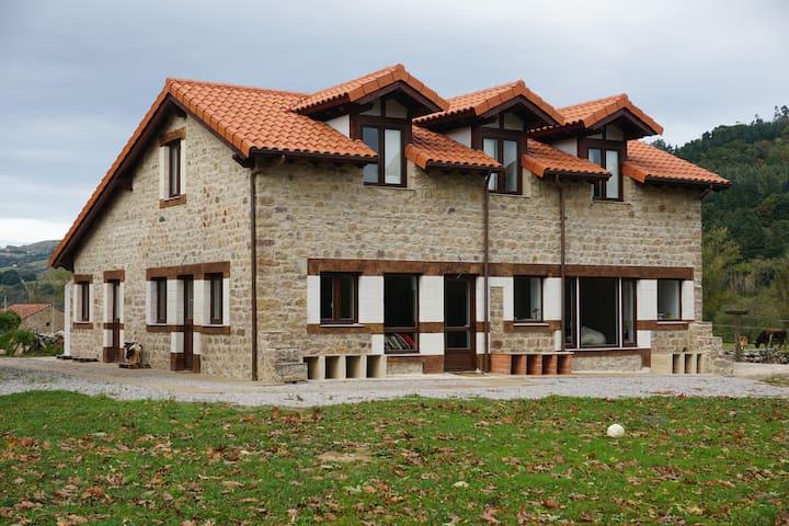 Casa Bustamante II