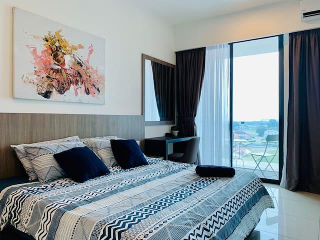 Big comfort queen bed in bedroom