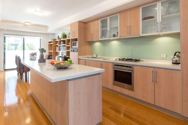 Walk to Kings Park, UWA, QE11 - Shenton Park