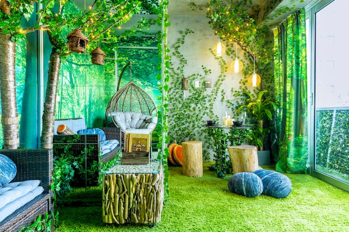 Forest-and-Heaven Themed Apartment Close to the Heart of the CBD