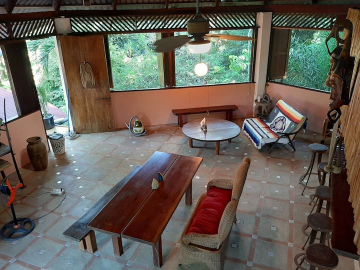 Casa Bella ****jungle with the sound of the ocean.