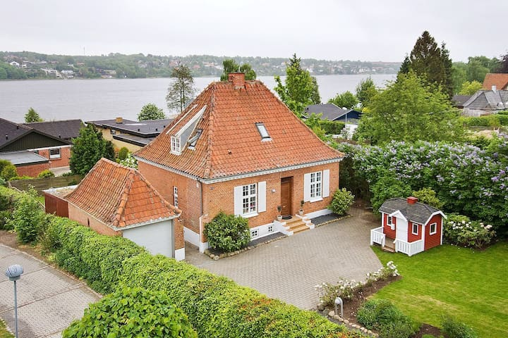 Hus med god beliggenhed - Viborg - Ev