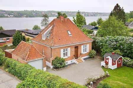 Hus med god beliggenhed - Viborg - Haus