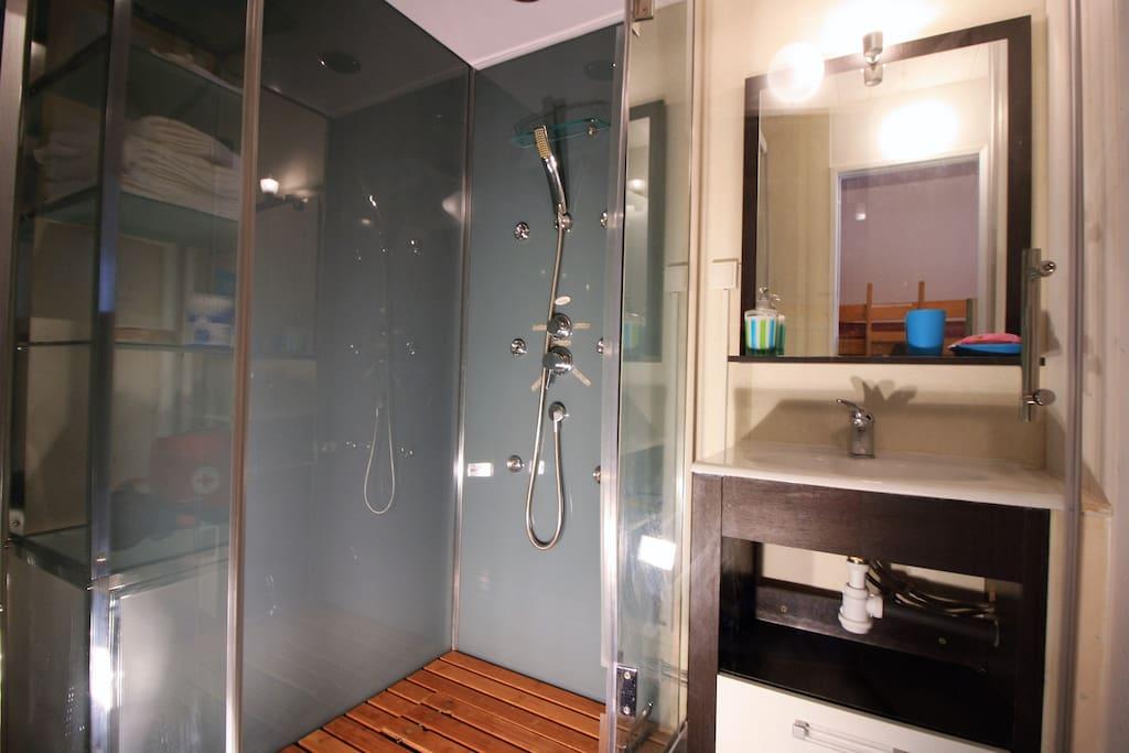 Une douche moderne