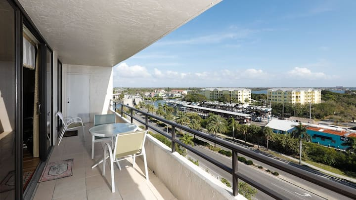 Rent this Luxury 5 Star Apartment on The Anchorage, Siesta Key Apartment 1032