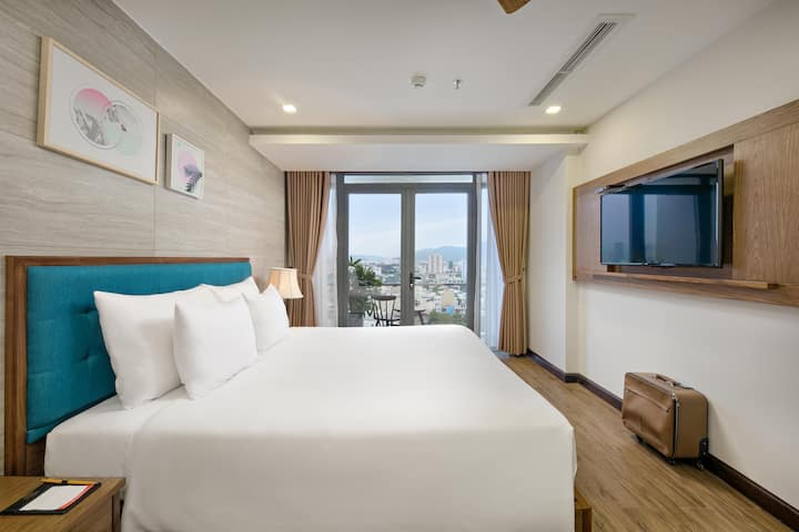Suite with Balcony - White Sand Hotel & Apartment
