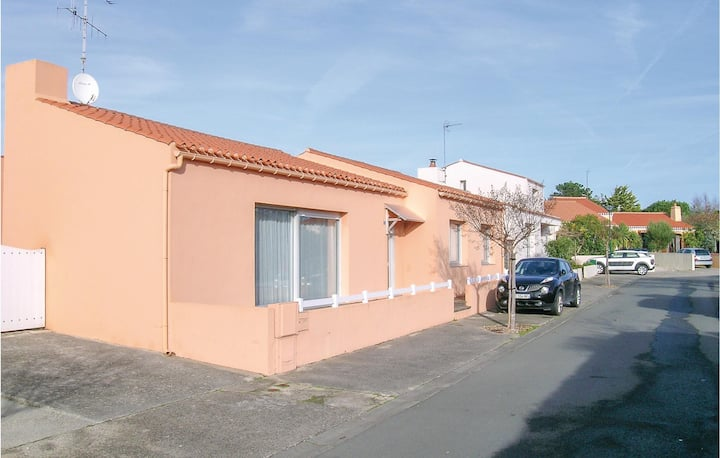 Holiday cottage with 2 bedrooms on 90m² in Olonne sur Mer