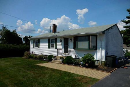 Breezy Narragansett Cottage - Narragansett - Rumah