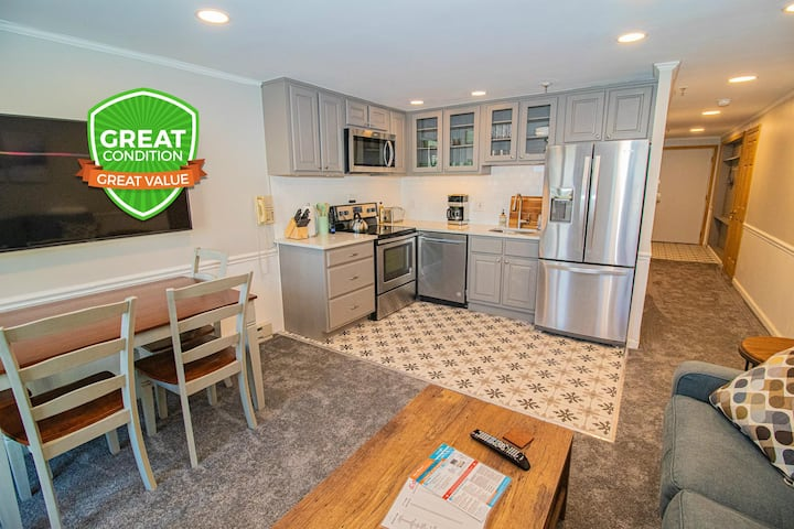 Newly Renovated Bright and Spacious Close to Village & Lift WiFi ML316