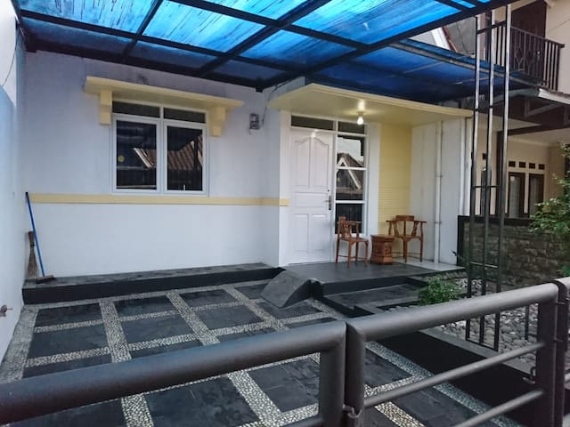 Villa Prana Estate Sukabumi Rent