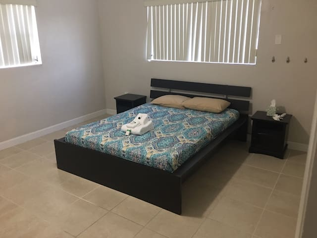 FIU Walking /Dolphin Mall/Doral Easy Transports