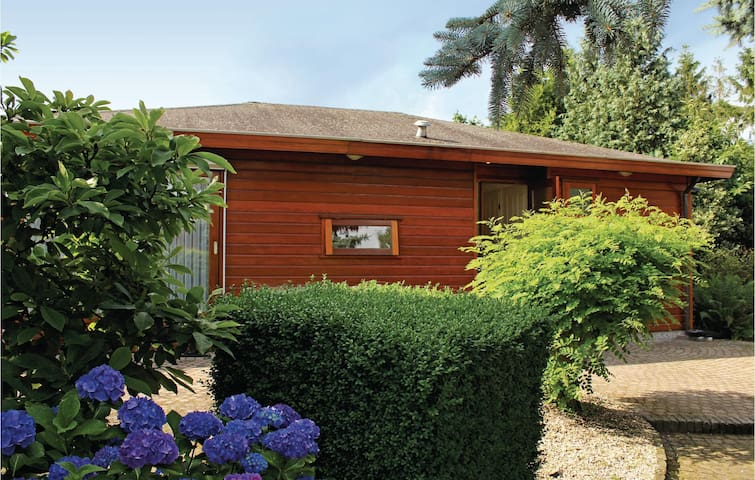 Holiday cottage with 2 bedrooms on 80m² in Voorthuizen