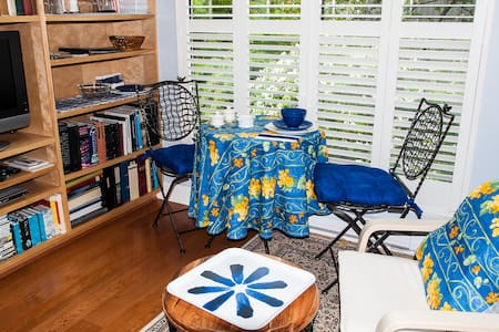 Third floor is yours! - Port Moody - Bed & Breakfast