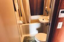 Your own bathroom. ( showe only ) ゲスト専用のバスルームです(シャワーのみとなります)