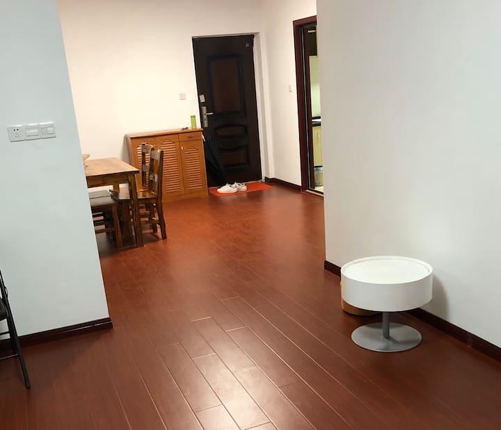 精装红梅公园东坡公园旁两室一厅出门brt 地铁 市中心区域