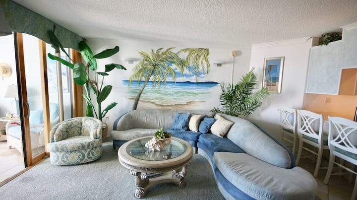 1C Beautiful Ocean Front 2 bedroom condo, Pyramid