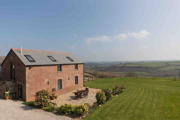 Beautiful barn in quiet location, stunning views.