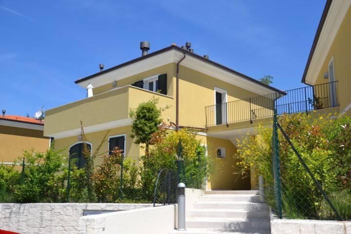 Sirolo nuovo alloggio climatizzato con terrazzo