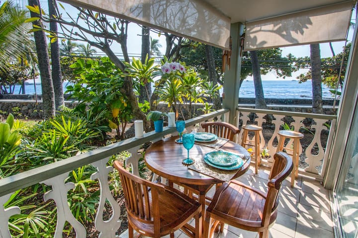 Amazing Oceanfront Downtown Kona Condo!