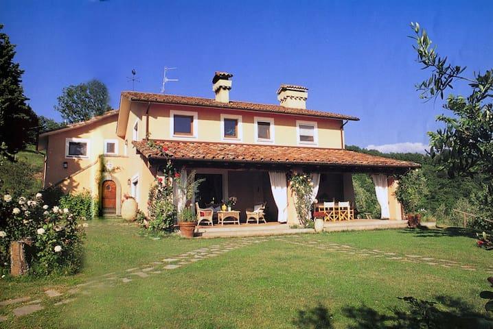 Charming villa,swimming pool close to Cinque Terre - Fivizzano - วิลล่า