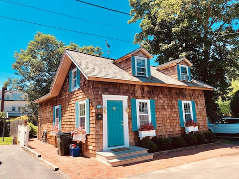 Nofo Bungalow-In The Heart of Greenport Village