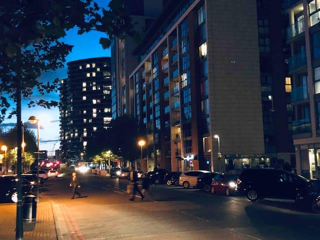 Magnificent 2Bedroom apartment. 2min walk to Excel