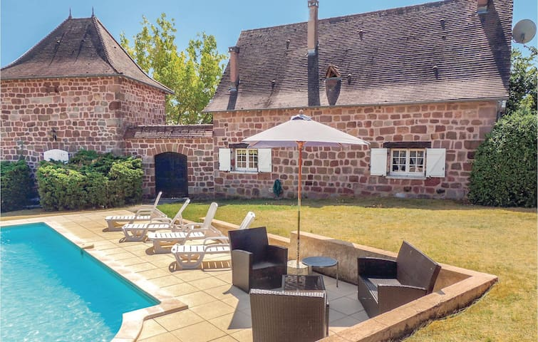 Holiday cottage with 4 bedrooms on 120m² in Villac