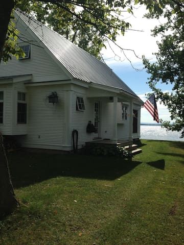Lake Champlain Contemporary Cottage